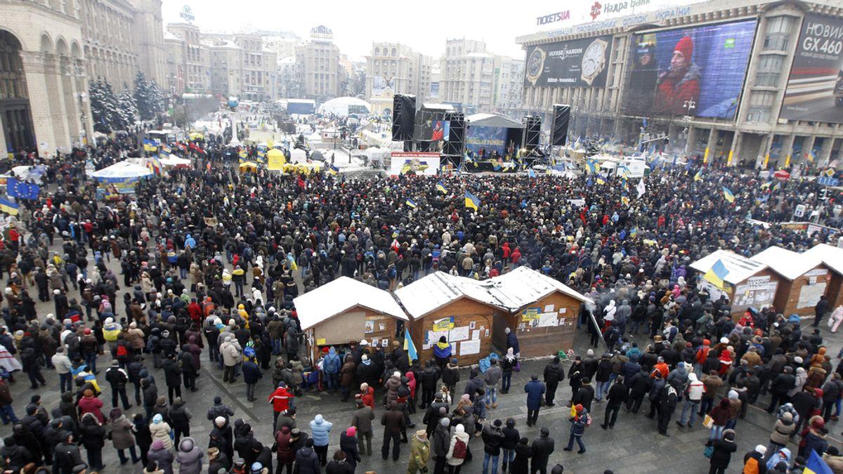 Manifestantes se concentran en la plaza de Kiev