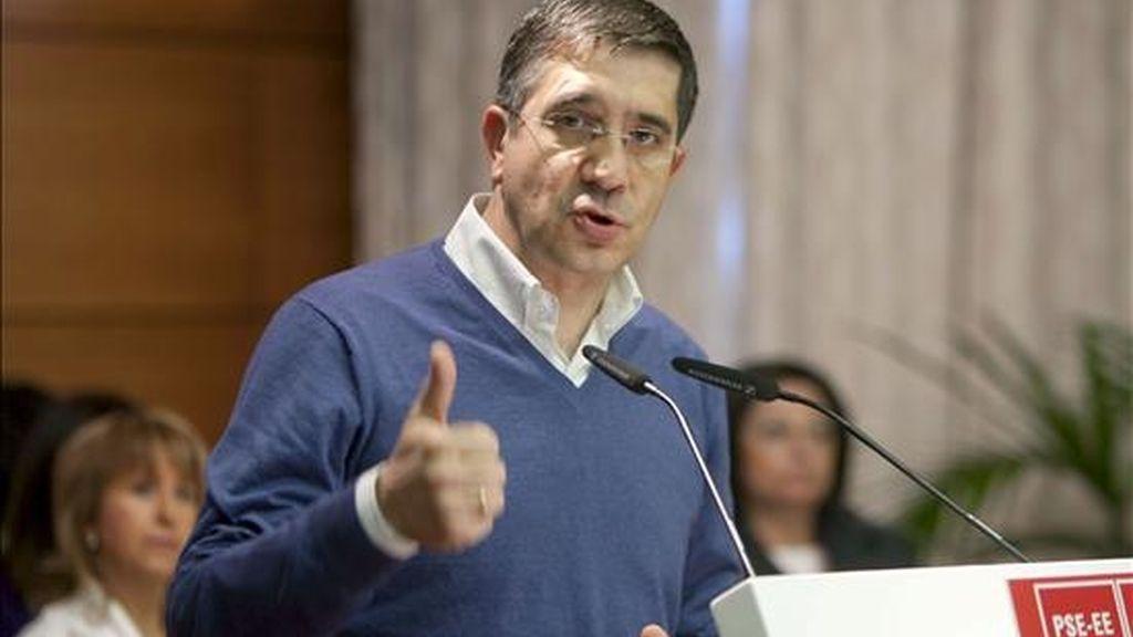 El lehendakari, Patxi López, durante su intervención en la inauguración del sexto congreso del PSE-EE en Álava, que se celebra hoy en Vitoria. EFE