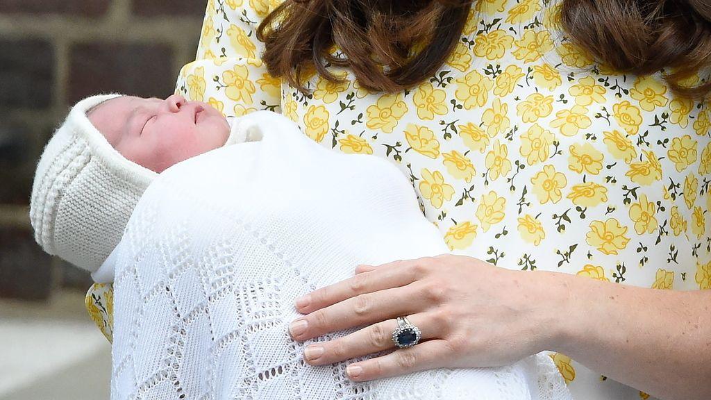 Los duques de Cambridge presentan a su primera hija