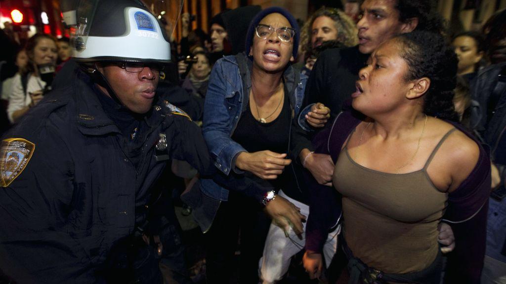 El desalojo del campamento 'Occupy Wall Street' en Nueva York acaba con 70 detenidos