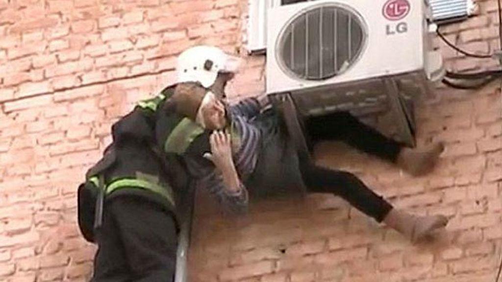 abuela ucrania caída ventana