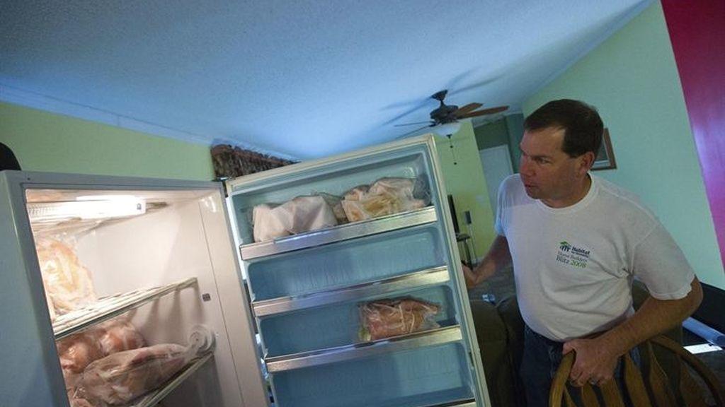 Adolescente encuentra el cadáver de su madre dentro de un congelador