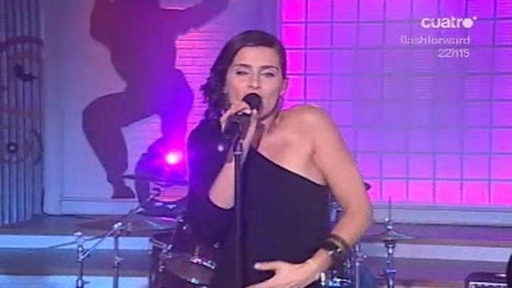 Nelly Furtado canta en directo en la Escuela de Fama