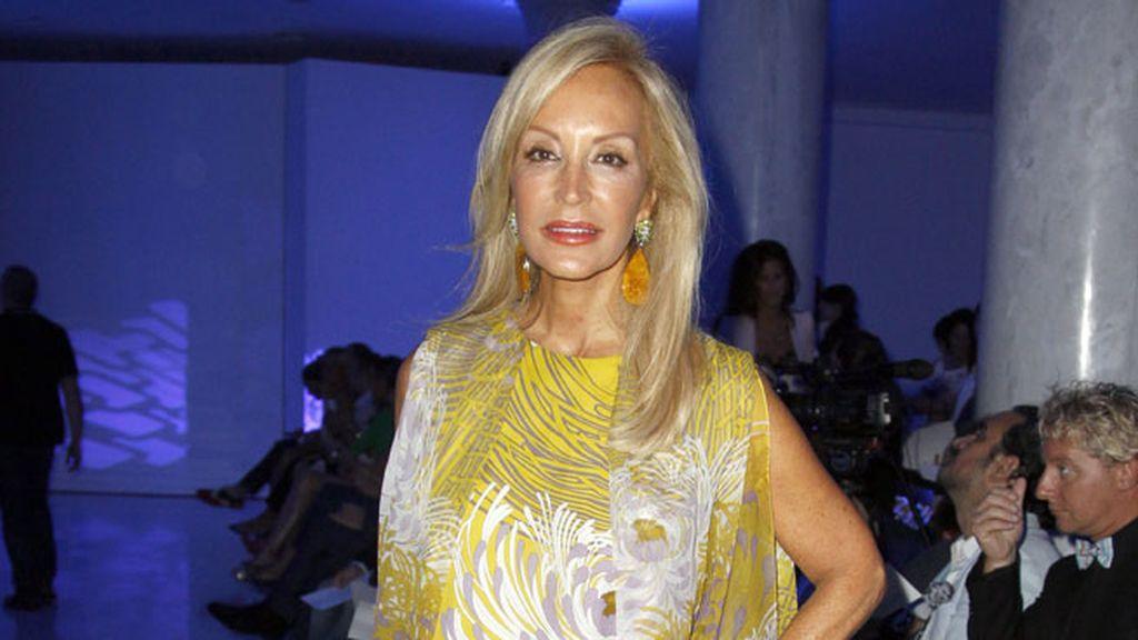 Carmen Lomana en el desfile de Alvarno