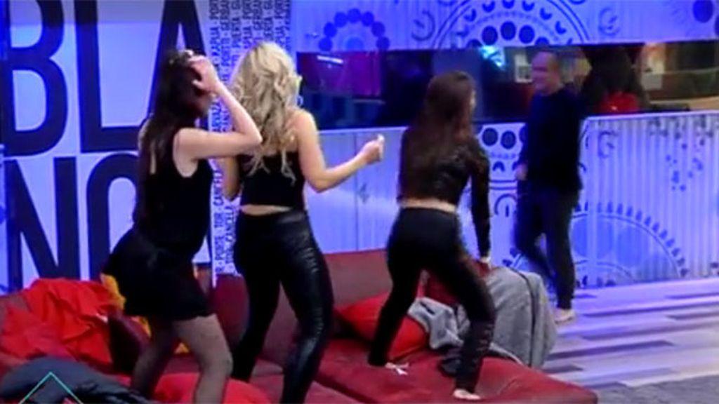 Las chicas sacan su lado lás provocativo en la fiesta del este martes
