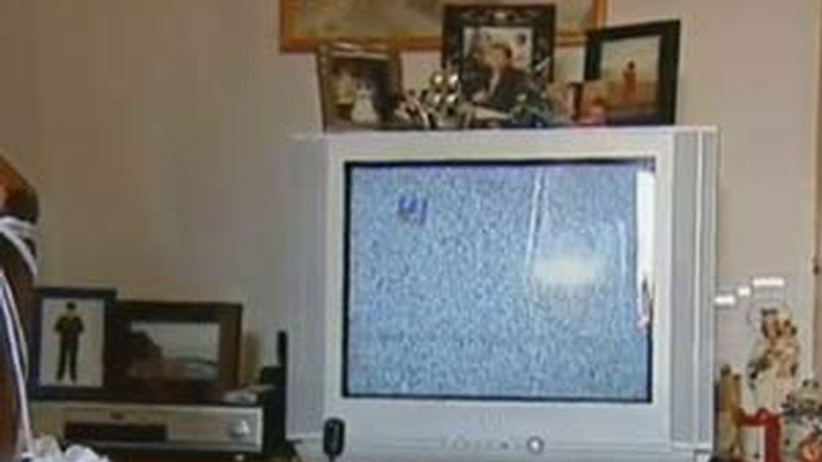 Habitantes de zonas rurales y de alta montaña aún no reciben la TDT debido al mal tiempo que ha impedido a los técnicos conectar la señal. Vídeo: Infomativos Telecinco