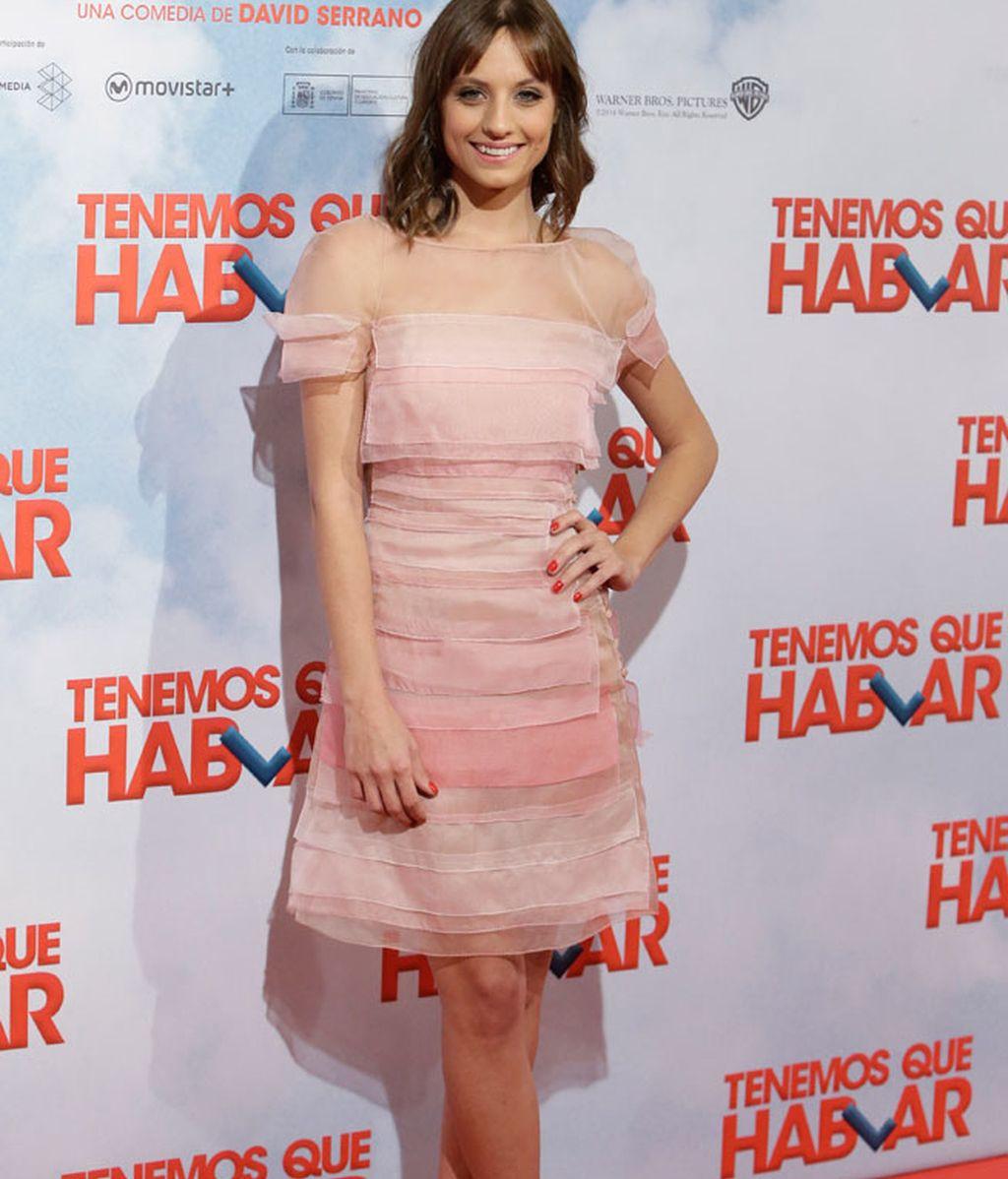 Michelle Jenner de corto y rosa cuarzo