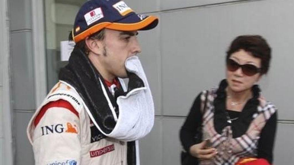 Alonso y su toalla