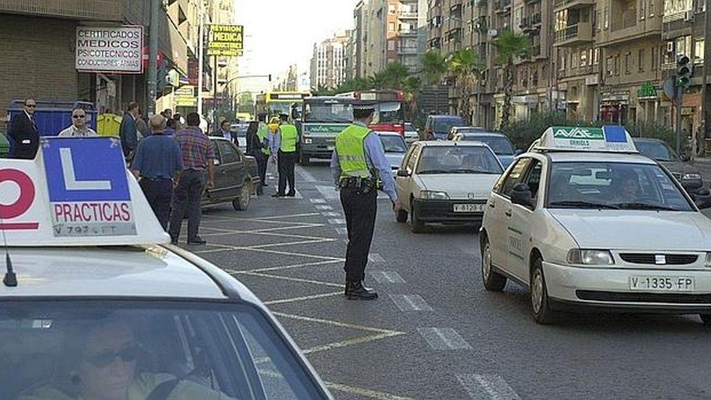 La Dirección General de Tráfico (DGT) realizará pruebas pilotos en siete ciudades españolas de un nuevo examen práctico de conducir que tendrá una duración mínima de 25 minutos.