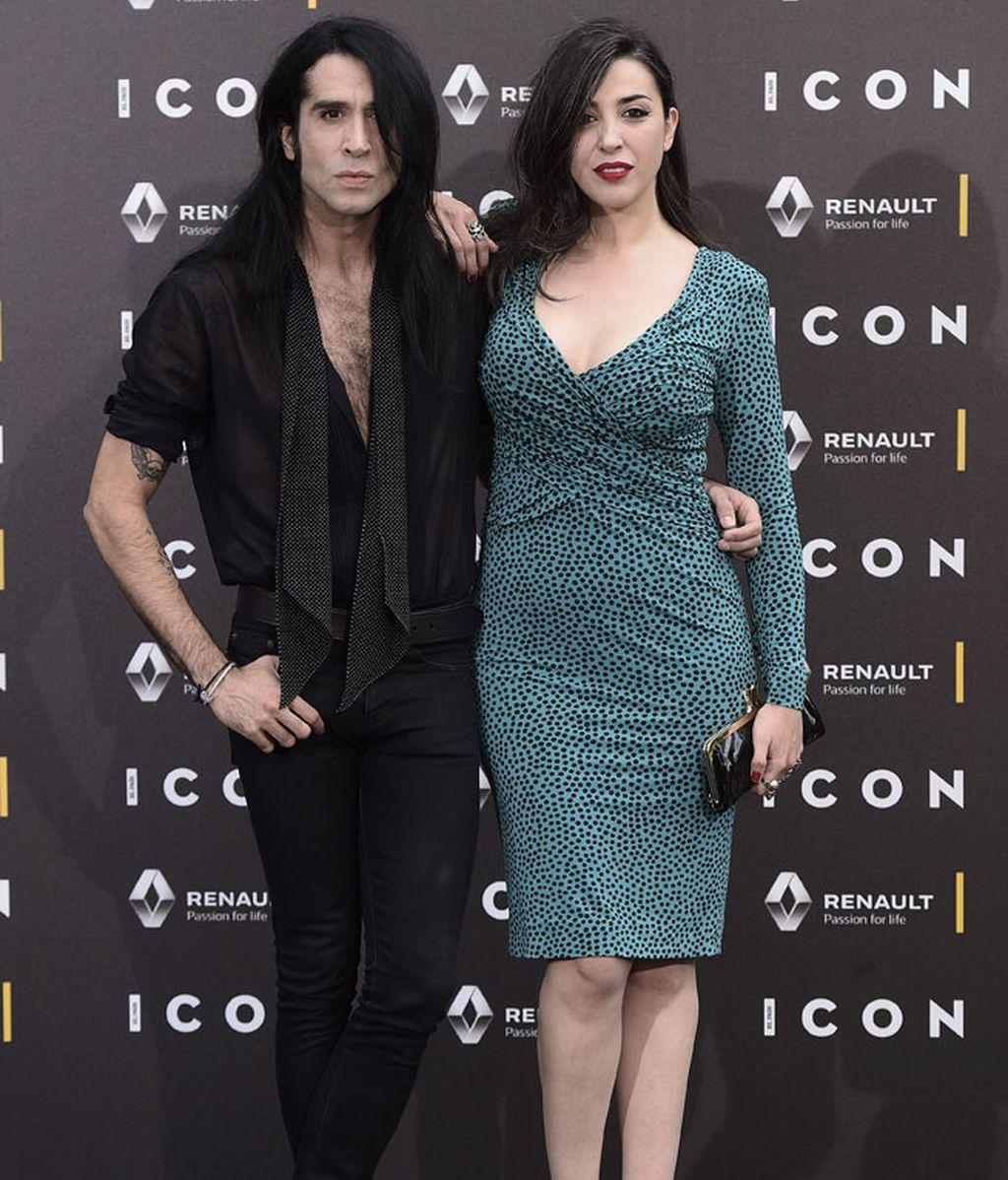 Mario Vaquerizo de negro, junto a su 'leoparda' hermana