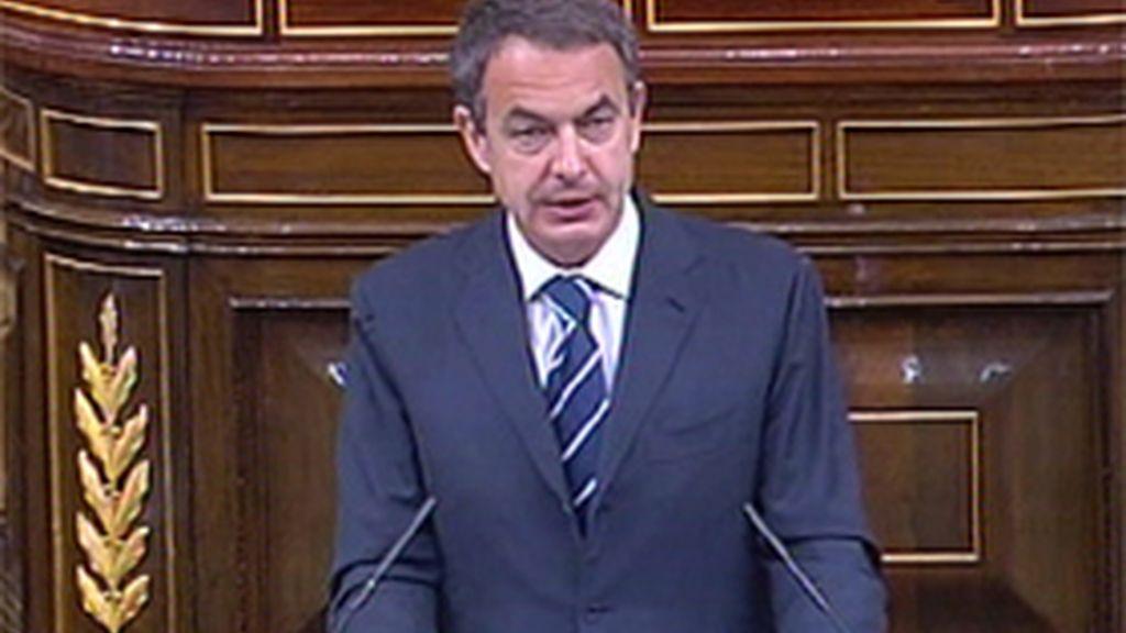 Zapatero explica en el Congreso el último Consejo Europeo