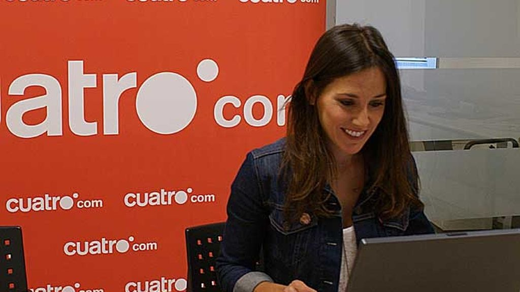 Adela Úcar, en plena charla digital