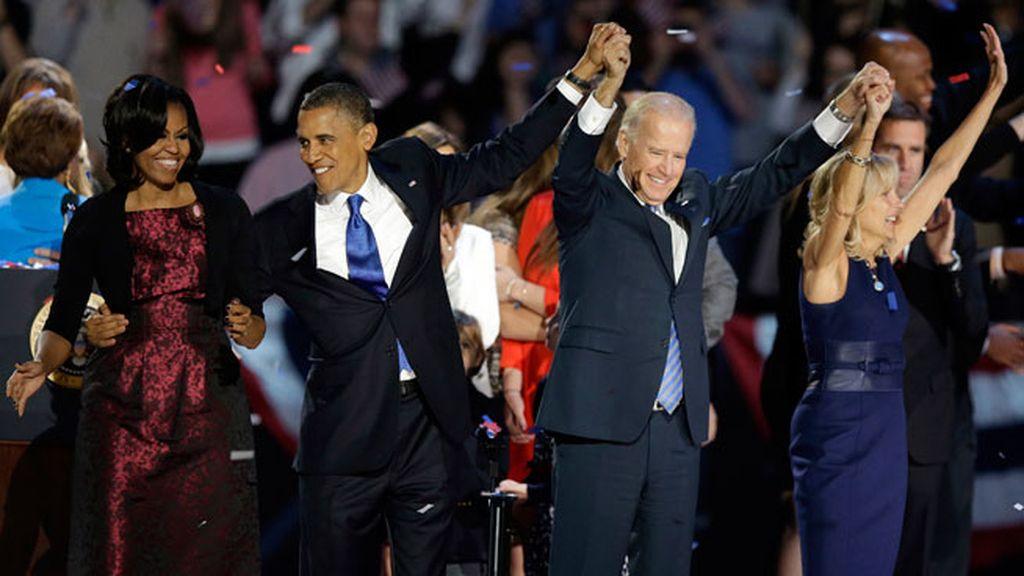 Obama, Biden y sus esposas celebran la victoria