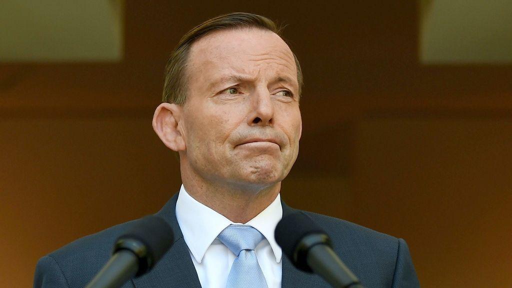 """Tony Abbott admite que es """"un día difícil"""" pero asegura que los australianos superarán el reto"""