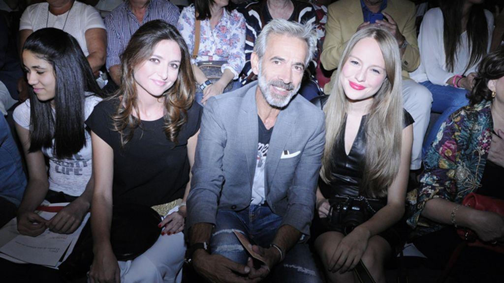 Imanol Arias y Esmeralda Moya a punto de aplaudir lo nuevo de Ion Fiz