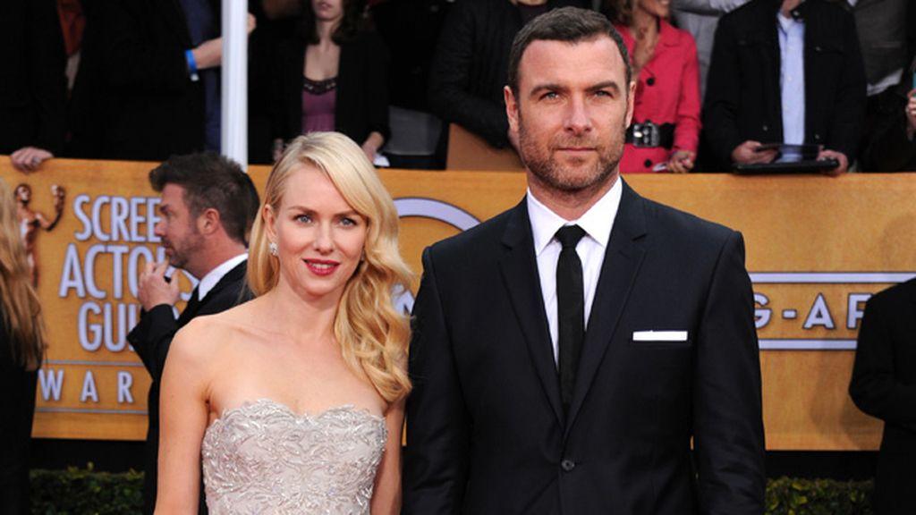 Naomi Watts, nominada por 'Lo imposible', acudió con su pareja, el también actor Liev Schriber