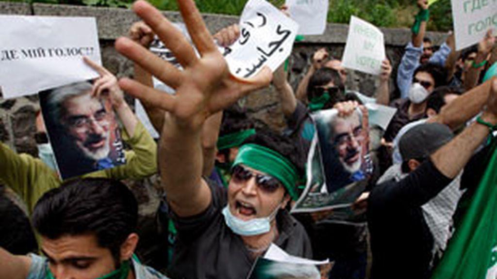 La censura de Irán no impide la difusión de las violentas imágenes en Internet. Vïdeo: ATLAS.