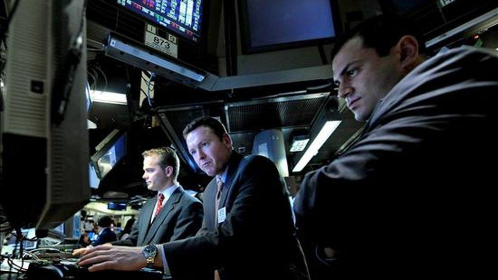 El mercado Nasdaq bajó un 0,03% (0,60 puntos), hasta 1.849,42 unidades, en tanto que el selectivo S&P 500 perdió un 0,25% (2,37 puntos) y quedó en 940,09 enteros. EFE/Archivo