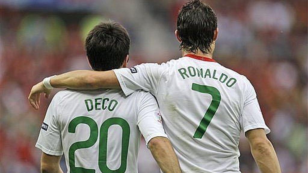 Amistosa imagen de Deco y Crisitano Ronaldo