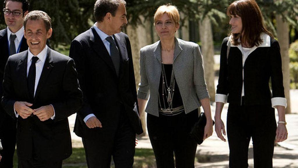 Con Sarkozy , Carla Bruni y su mujer, Sonsoles Espinosa