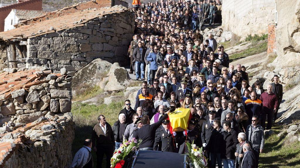 Funeral del agente arrojado a las vías del tren