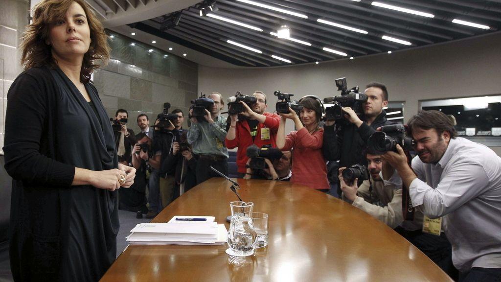 La vicepresidenta, ministra de la Presidencia y portavoz del Gobierno, Soraya Sáez de Santamaría a su llegada a la rueda de prensa posterior al Consejo de Ministros