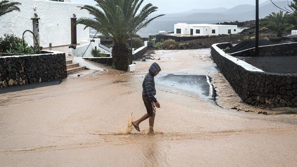 Desalojados 20 vecinos en Gran Canaria ante el riesgo de caída de piedras a sus viviendas