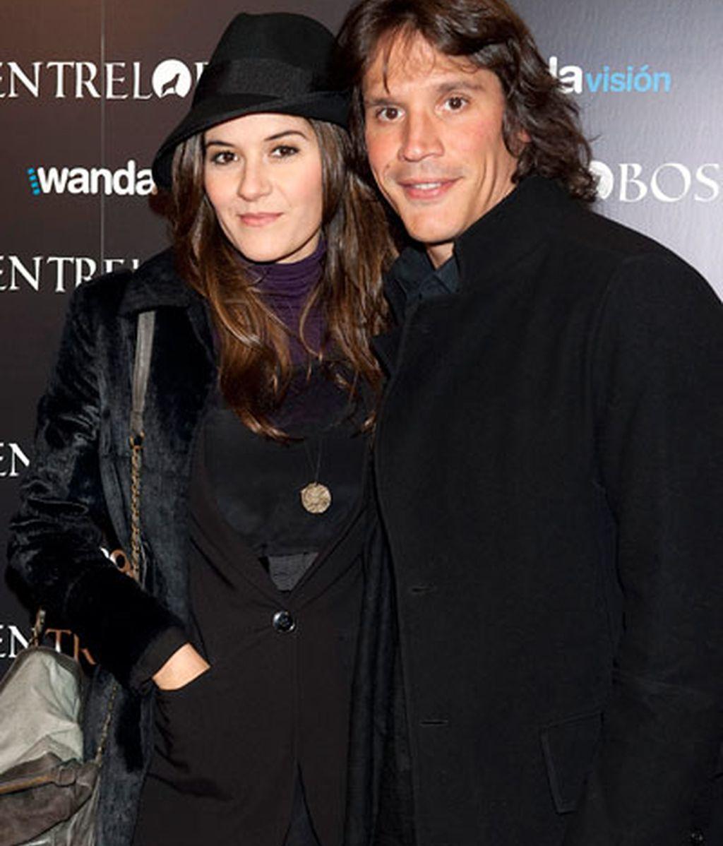 Carlos Bardem y Dafne Fernández, juntos y de la mano