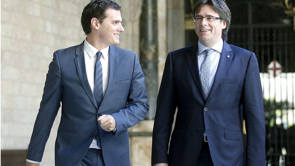 """Rivera plantea a Puigdemont negociar con el Gobierno porque su proyecto es """"vía muerta"""""""
