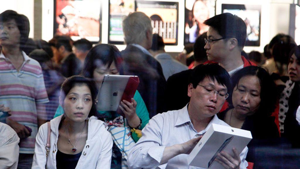 Las autoridades de muchas ciudades chinas ordenaron a los minoristas dejar de vender el iPad de Apple debido a esta disputa.