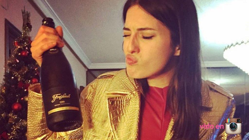 María Valverde ya no se separa del champán
