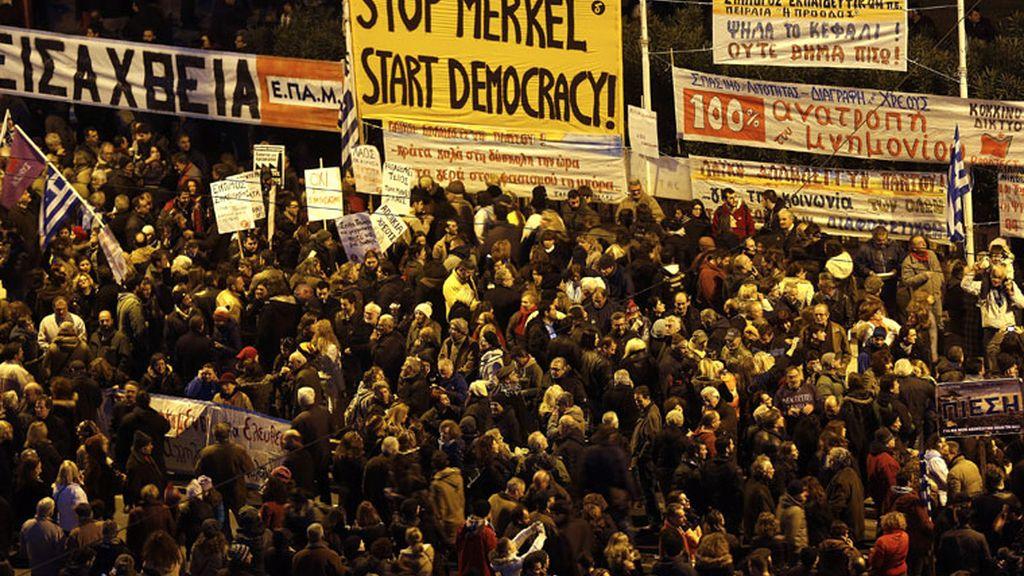 Manifestación en Atenas en apoyo a Tsipras frente a la política de recortes de la UE
