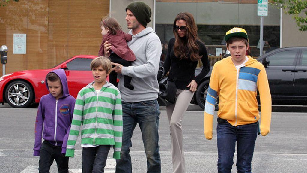 De pareja 'in' a familia numerosa 'in': dos padrazos, cuatro hijos