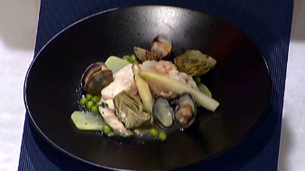 Merluza en salsa verde con espárragos blancos
