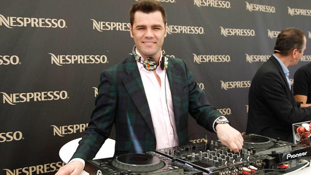 El piloto reconvertido a Dj aportó su imagen a Nespresso