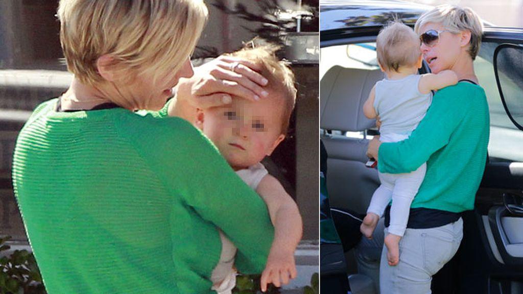 A Elsa se le cae la baba con su niña
