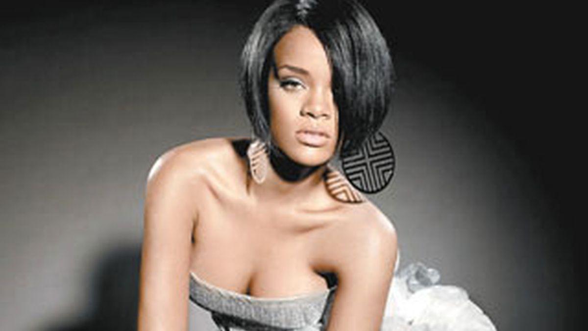 La cantante Rihanna parece que ha encontrado el amor en un joven muy parecido a su ex Chris Brown. Foto: EFE/ Archivo