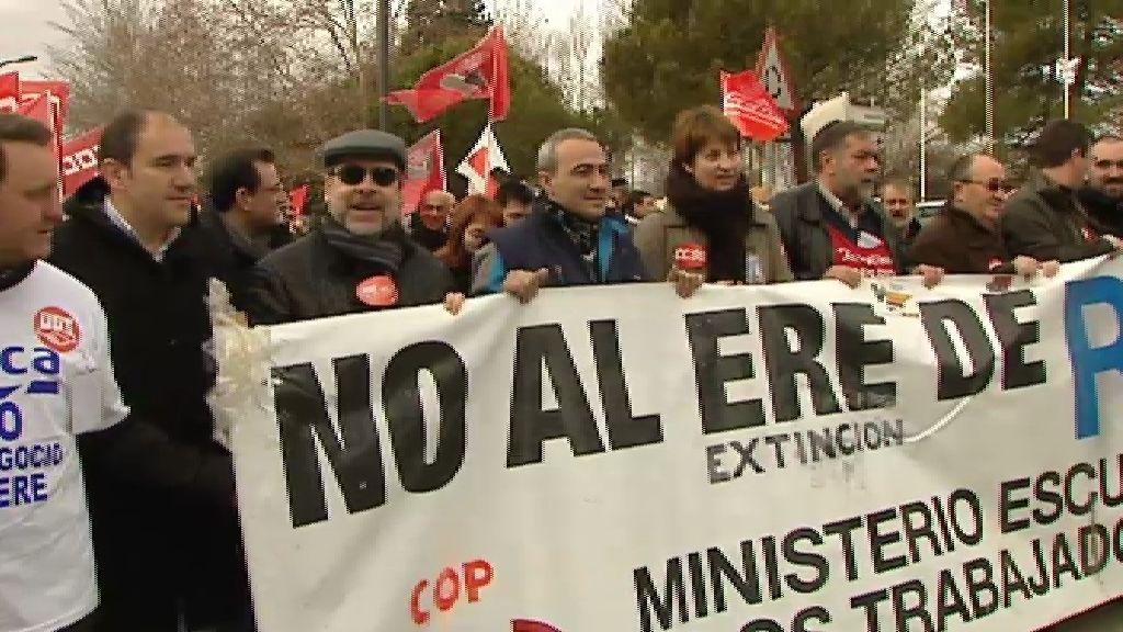Cientos de trabajadores de la planta de Roca en Alcalá de Henares se manifiestan contra el ERE