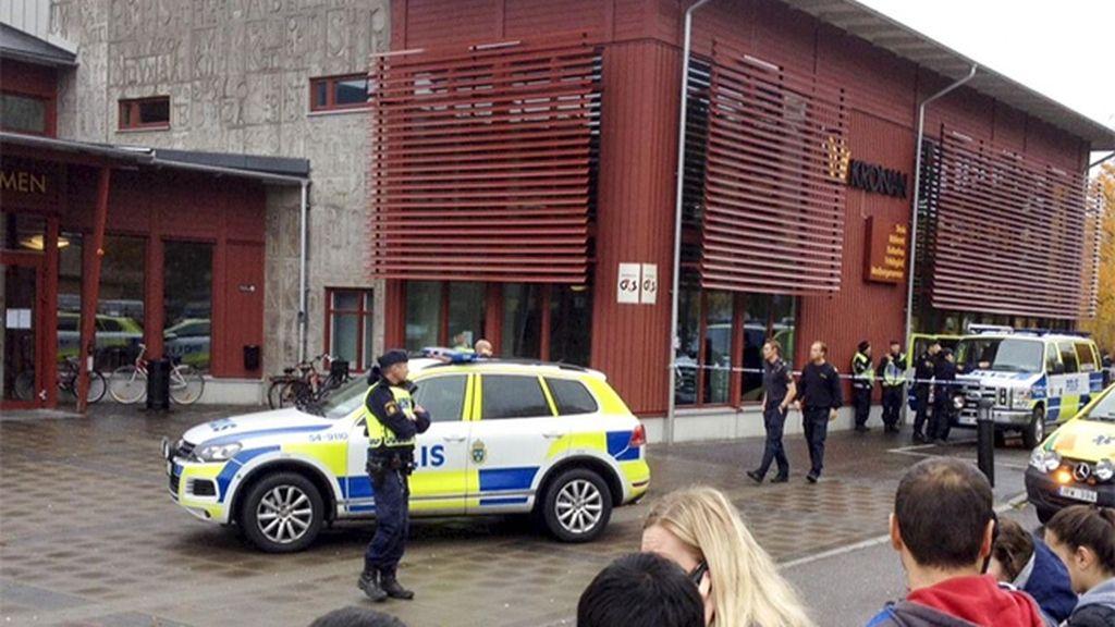 Abatido un hombre que irrumpió con una espada en una escuela de Suecia