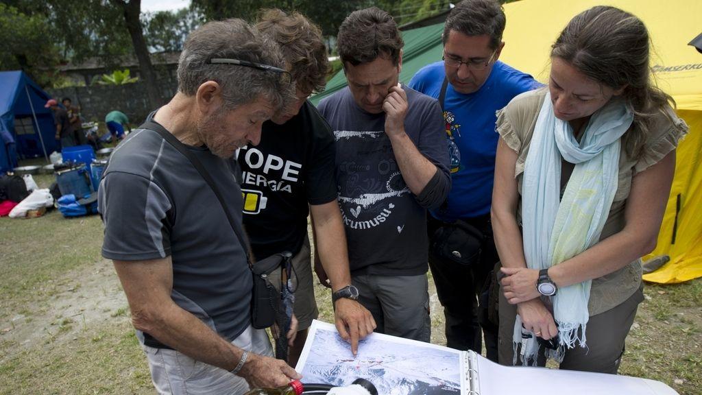 Carlos Soria prepara con su equipo la expedición