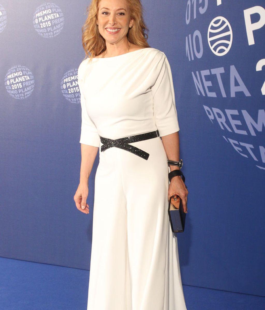 Teresa Viejo, con maxi vestido de Juanjo Oliva y zapatos Dolce&Gabanna