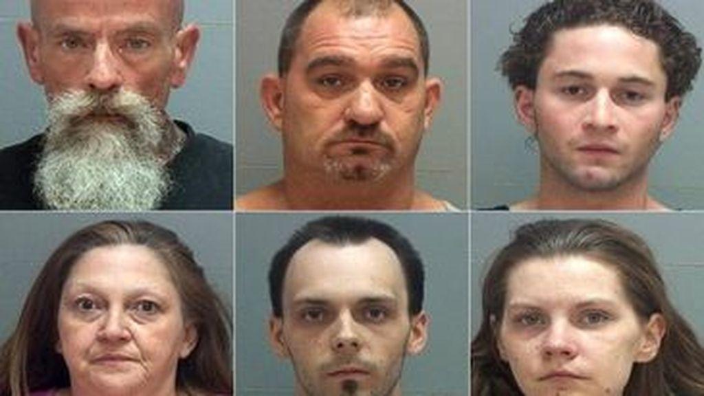 Los seis detenidos compartían casa con su víctima desde hacía apenas una semana.