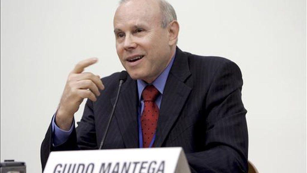 """""""Hay que reanudar una política fiscal activa en los países avanzados que no consiguieron estimular el crecimiento"""", aconsejó el ministro de Finanzas brasileño, Guido Mantega. EFE/Archivo"""
