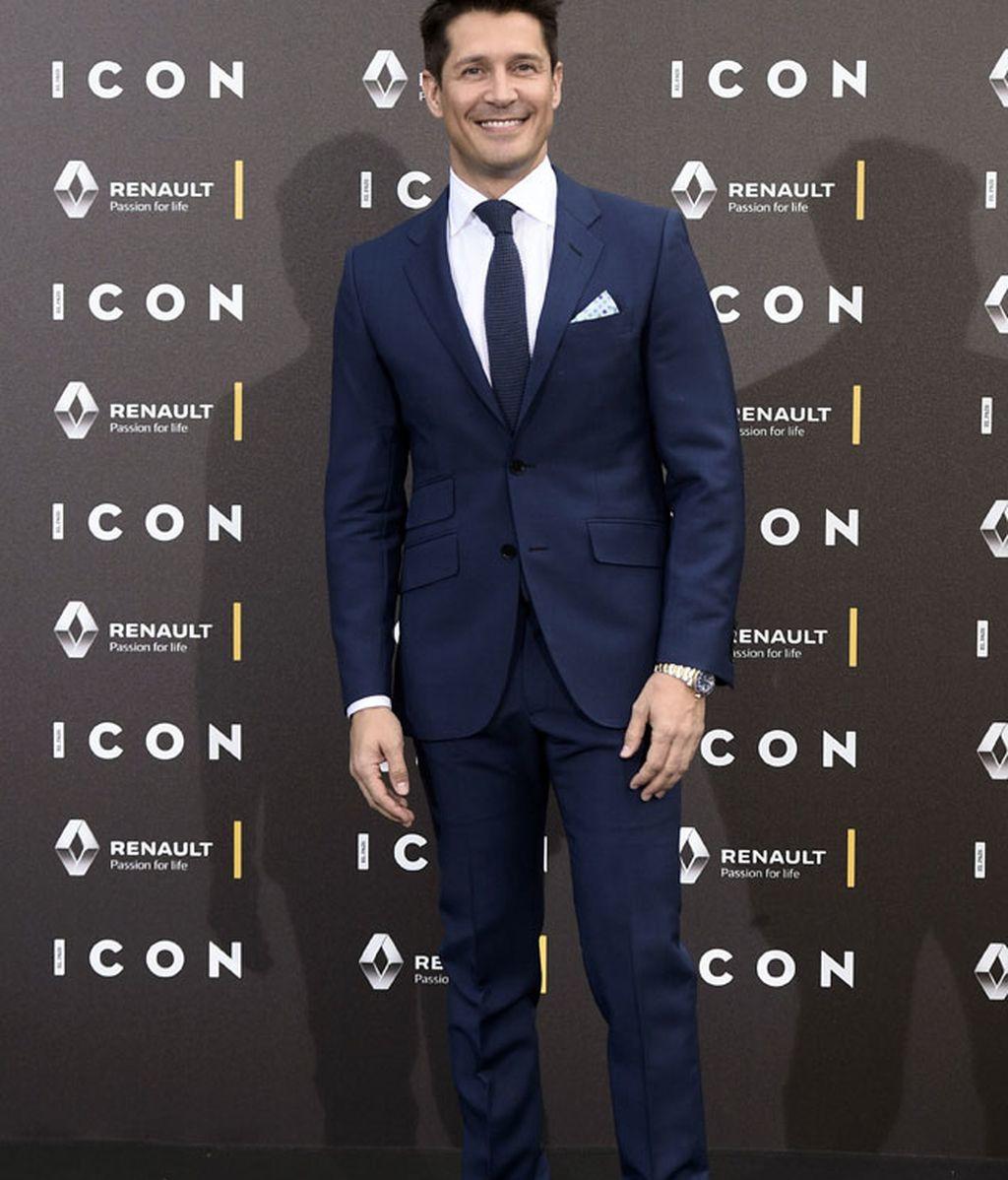 Jaime Cantizano con traje azul marino