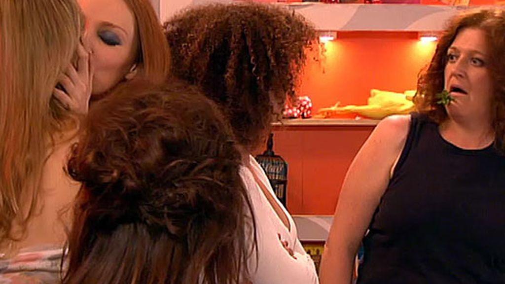 ¡Judith y Raquel se plantean ser lesbianas y comienzan una relación!