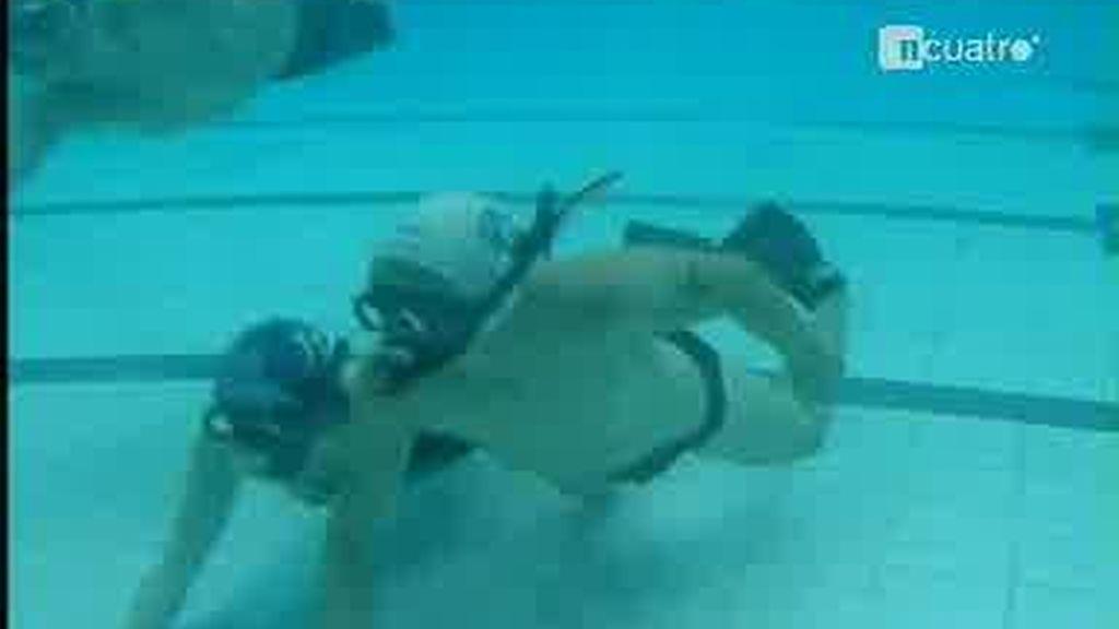 ¿Habías visto un partido de hockey bajo el agua?