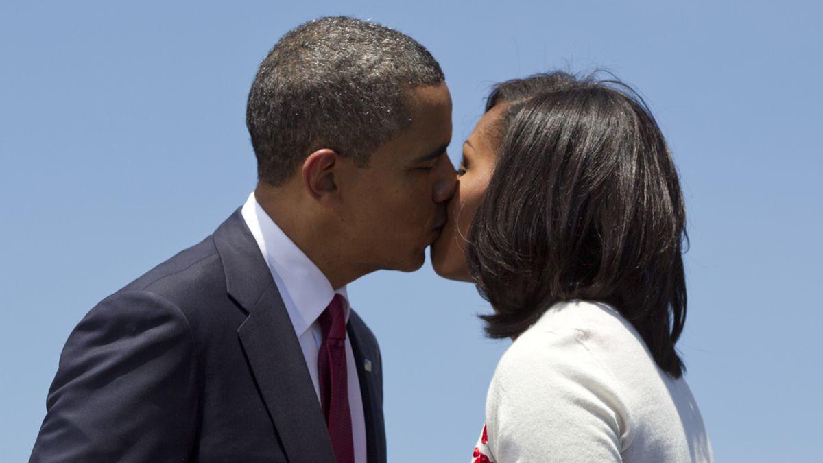 Michelle y Barack Obama tan enamorados como el primer día