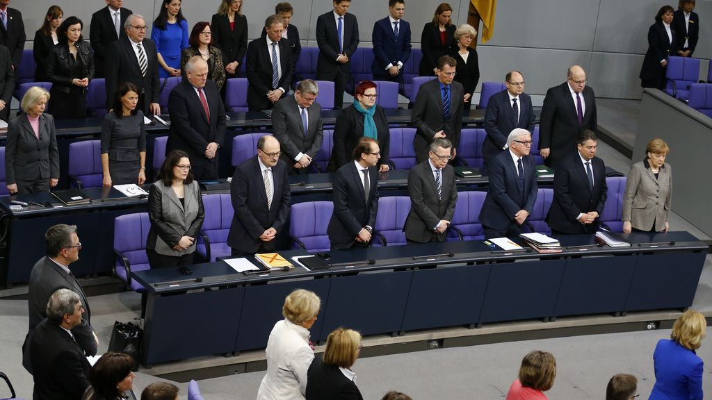 Minuto de silencion en el Parlamento alemán por las víctimas de Germanwings