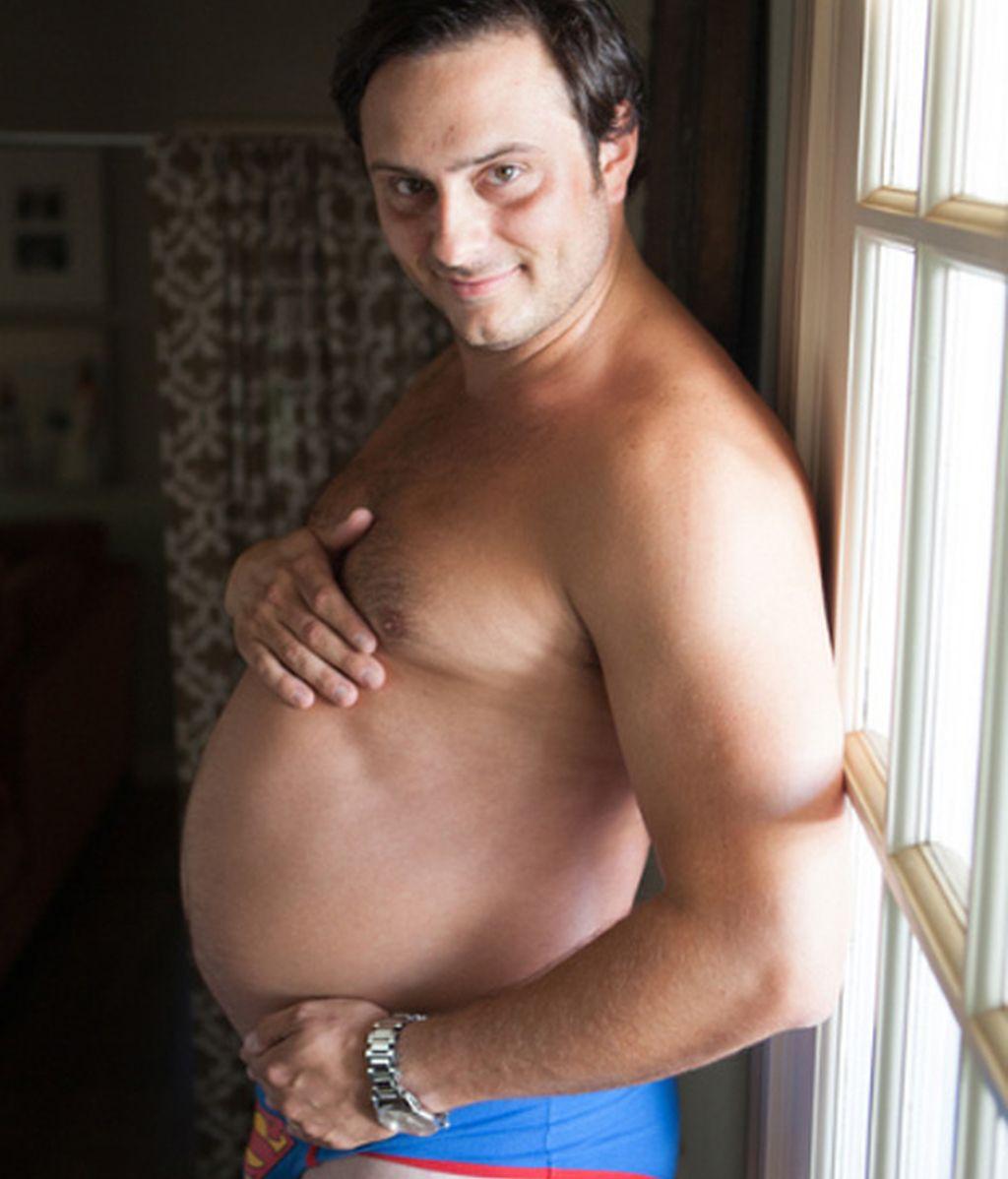 Se hizo las típicas fotografías de embarazada que su novia no quiso