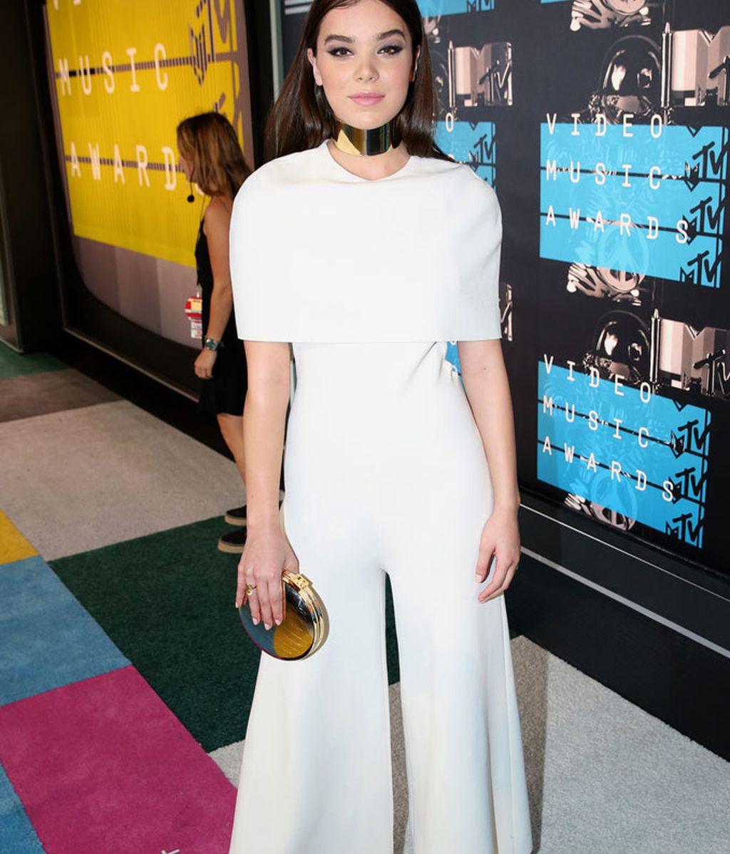 Hailee Steinfeld de Stella McCartney en los MTV